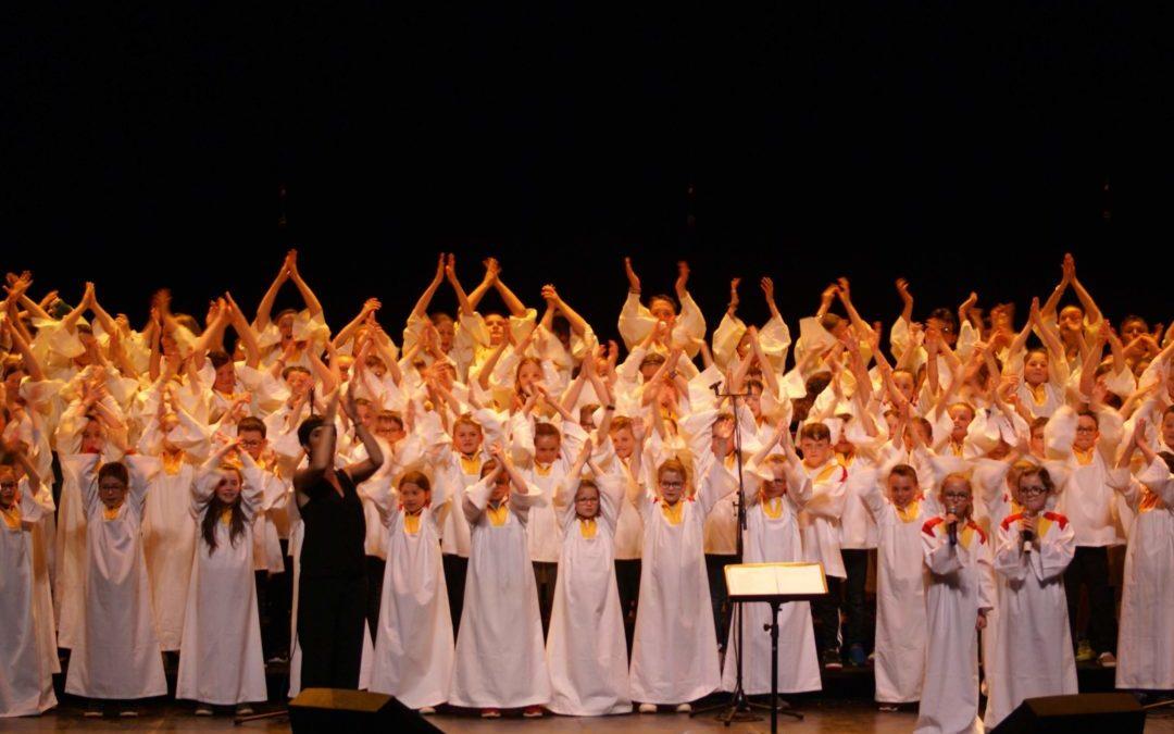 Les CE2-CM sur scène pour le concert de Chœur d'écoles