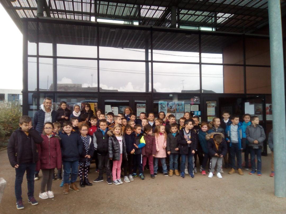 Les élèves du CP au CM2 se sont rendus au cinéma.
